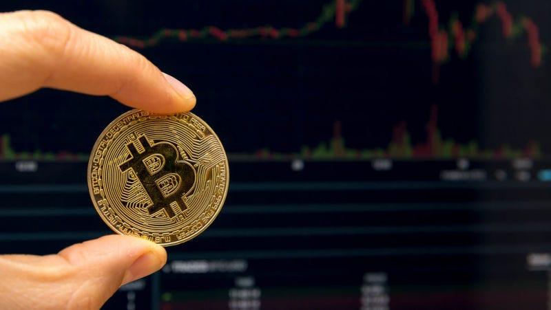 Illustration for article titled La huella de carbono anual del Bitcoin es similar a la de un millón de vuelos transatlánticos