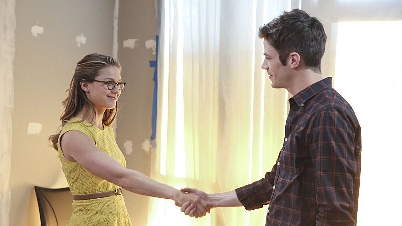 """Illustration for article titled Supergirl says, """"Hey, it's The Flash, you wanna give me a crossover?"""""""
