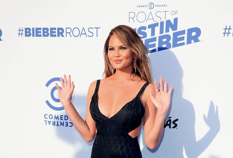 Illustration for article titled Saturday Night Social: Chrissy Teigen Will Stop Editing Her Pics