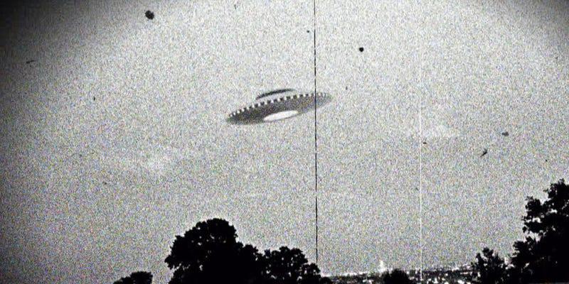 Illustration for article titled 10 consejos para investigar un supuesto avistamiento OVNI, según la CIA