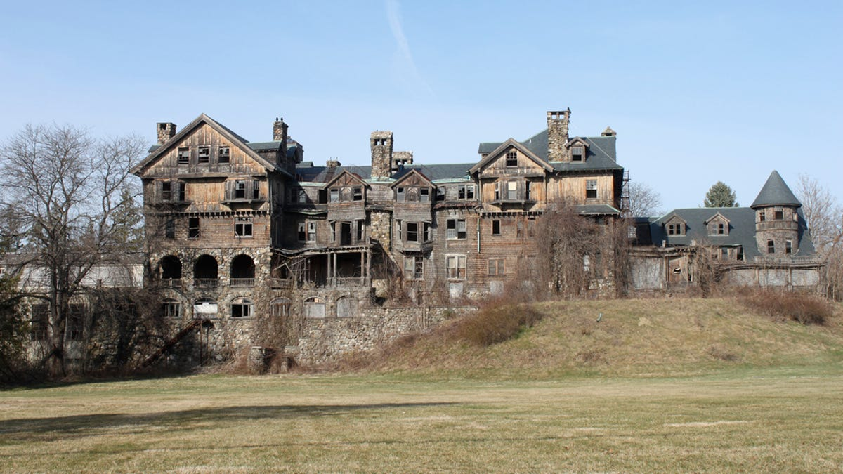 9 of the Most Fascinating Abandoned Mansions from Around the World