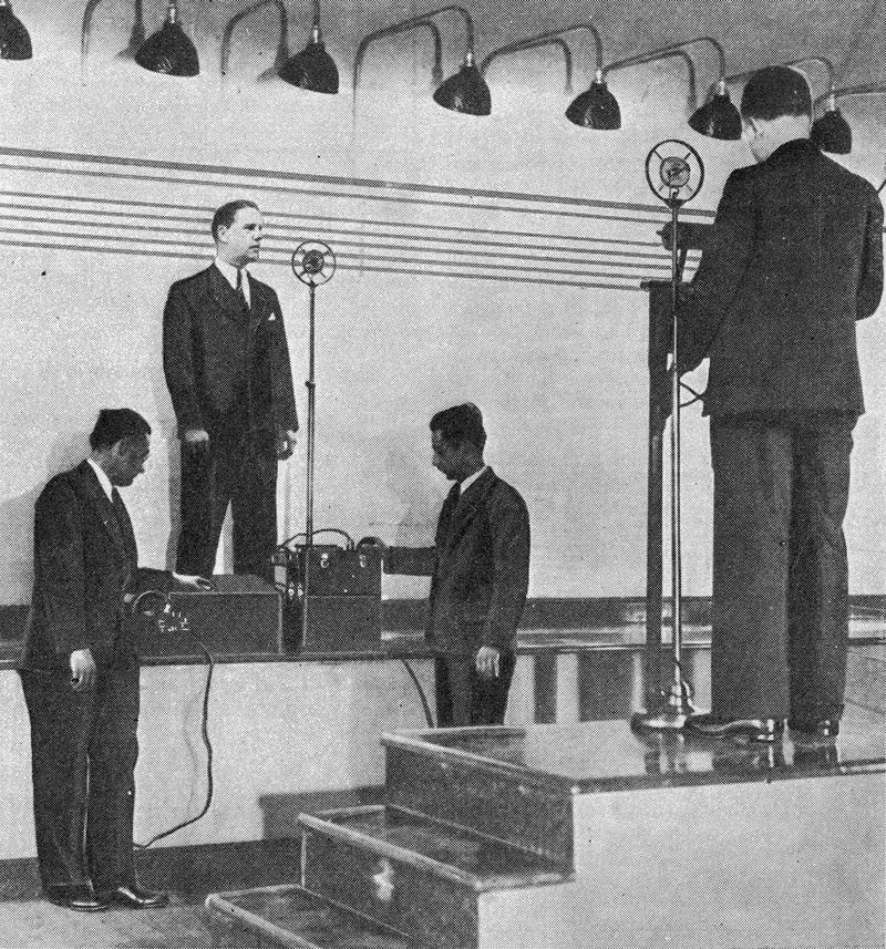 Demonstrating a police line-up with audio hook-ups and recording capabilities in New York City in 1931 (Radio Craft/Novak Archive)