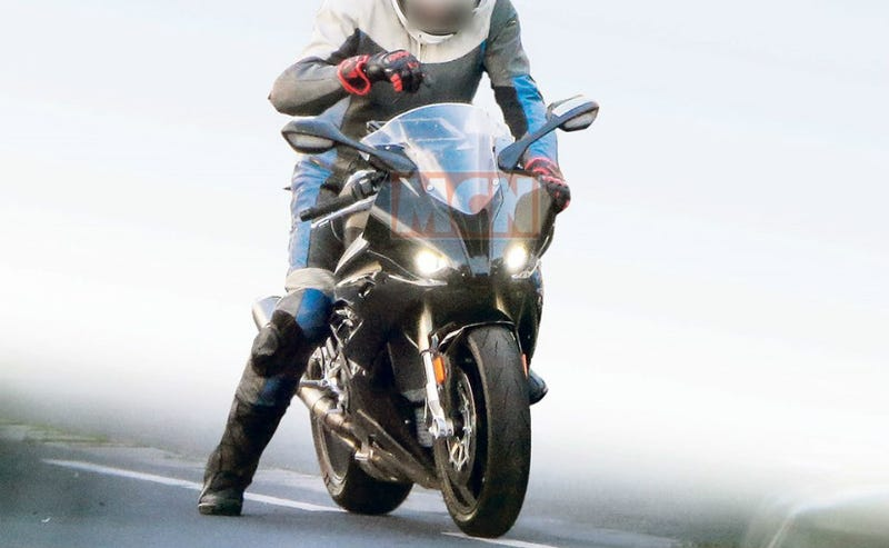 Illustration for article titled 2019 BMW S1000RR spotted testing
