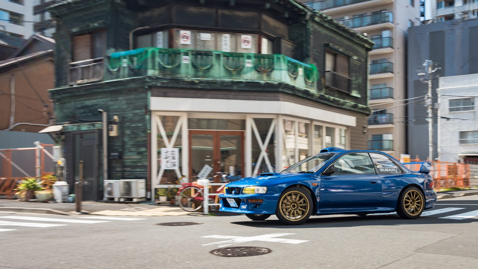 Don't mind the 'No Photos' sign on the house, I'm here for the Subaru