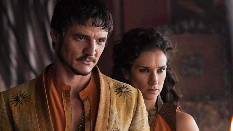 Pedro Pascal better not be wearing that Mandalorian mask all the time, otherwise we'll miss out on smolders like this.