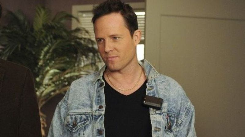 Illustration for article titled 30 Rock's Dean Winters will now cause problems for Andy Samberg on Brooklyn Nine-Nine