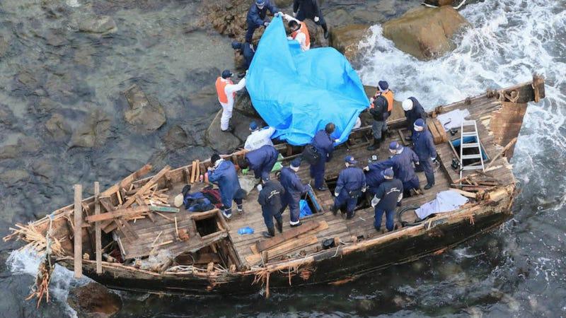 Uno de los primeros barcos encontrados en las costa de Japón en el 2013. Getty