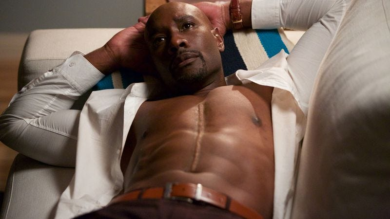 Illustration for article titled Morris Chestnut wants some parity in Rosewood's shirtlessness