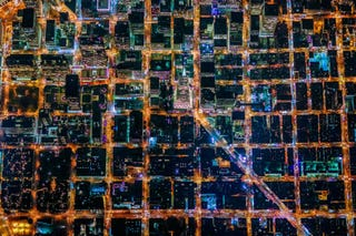 Illustration for article titled San Francisco desde el cielo parece un gigantesco escenario de Tron
