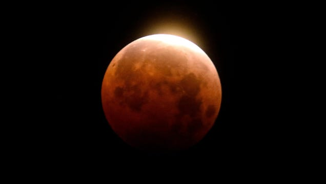 13 Spectacular Pics of the  Super Blood Moon  Eclipse From Around the World