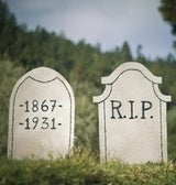 Illustration for article titled Craft a Last Minute DIY Tombstone Prop for Cheap Halloween Decorating