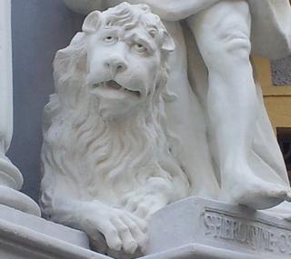 Illustration for article titled Hát ezt a szomorú oroszlánt ki vigasztalja meg?