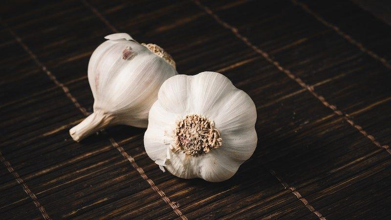 Por favor no pongas ajo en tu vagina para curar una infección por hongos.