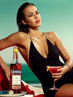 Illustration for article titled Jessica Alba Is Shilling Booze With Post Baby Bod