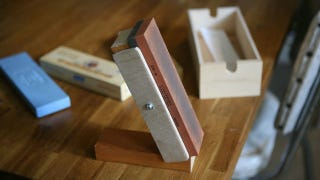 Illustration for article titled This DIY Knife Sharpening Jig Helps You Get the Right Angle Every Time