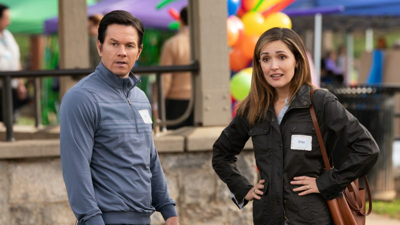 Illustration for article titled Mark Wahlberg and Rose Byrne build an Instant Family in a comedy more touching than funny