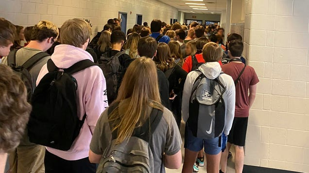 Georgia School in Viral Photo Closes Indefinitely Following Covid-19 Outbreak