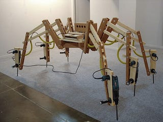 Illustration for article titled Spider Drill Piano Produces Symphony of Cacaphony
