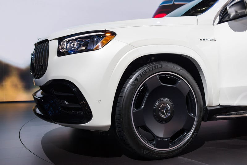 Illustration for article titled The 2021 Mercedes-AMG GLS 63 Is A 603 Horsepow—Oh My God, Look At Those Wheels