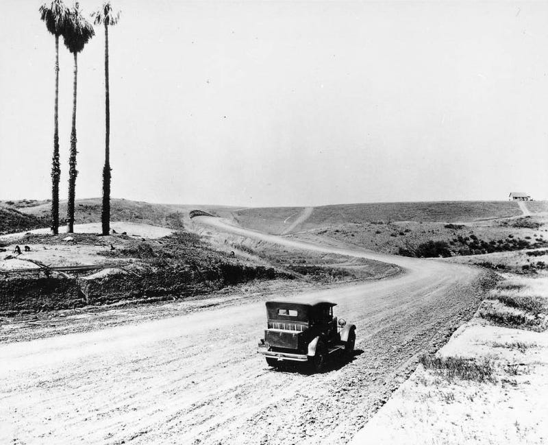 Illustration for article titled Photos of L.A.'s Most Famous Streets When They Were Dirt Roads