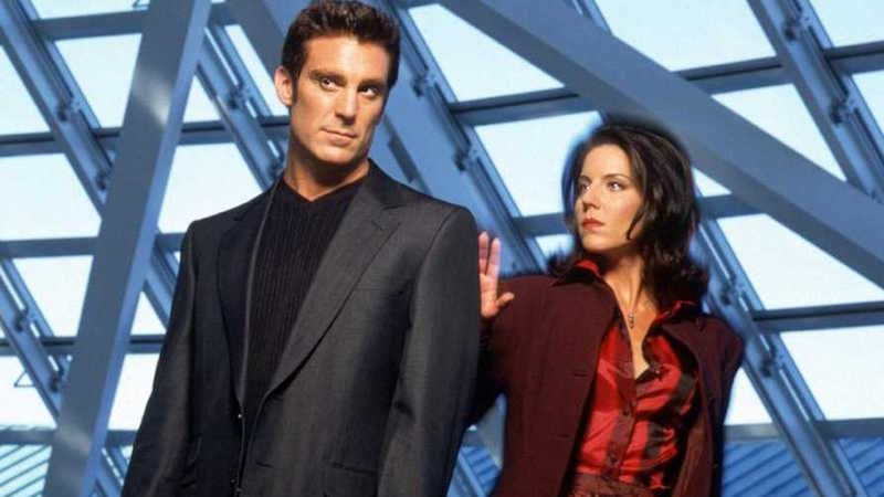 Illustration for article titled Does Anyone Else Remember The Pretender, the Weirdest Show of the Late '90s?