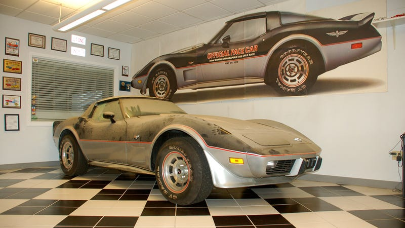 Illustration for article titled This is what a barn-fresh 1978 Corvette Pace Car with 13 miles looks like