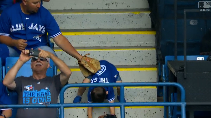 Illustration for article titled Small Canadian Man Commits Ruthless Self-Ownage At Blue Jays Game