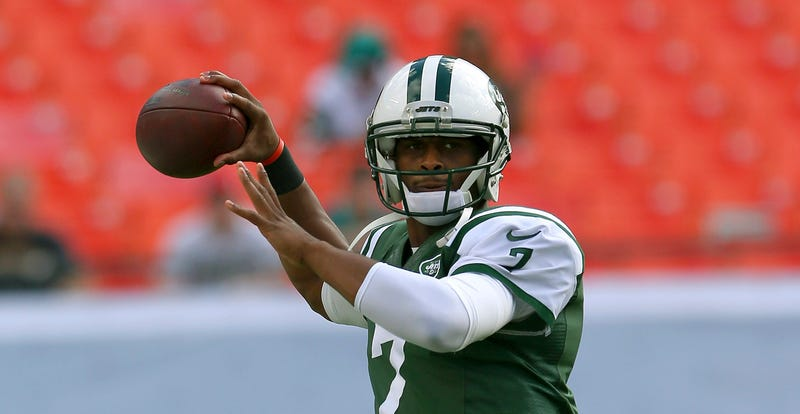 Illustration for article titled Report: Geno Smith Got His Jaw Broken Over A $600 Plane Ticket