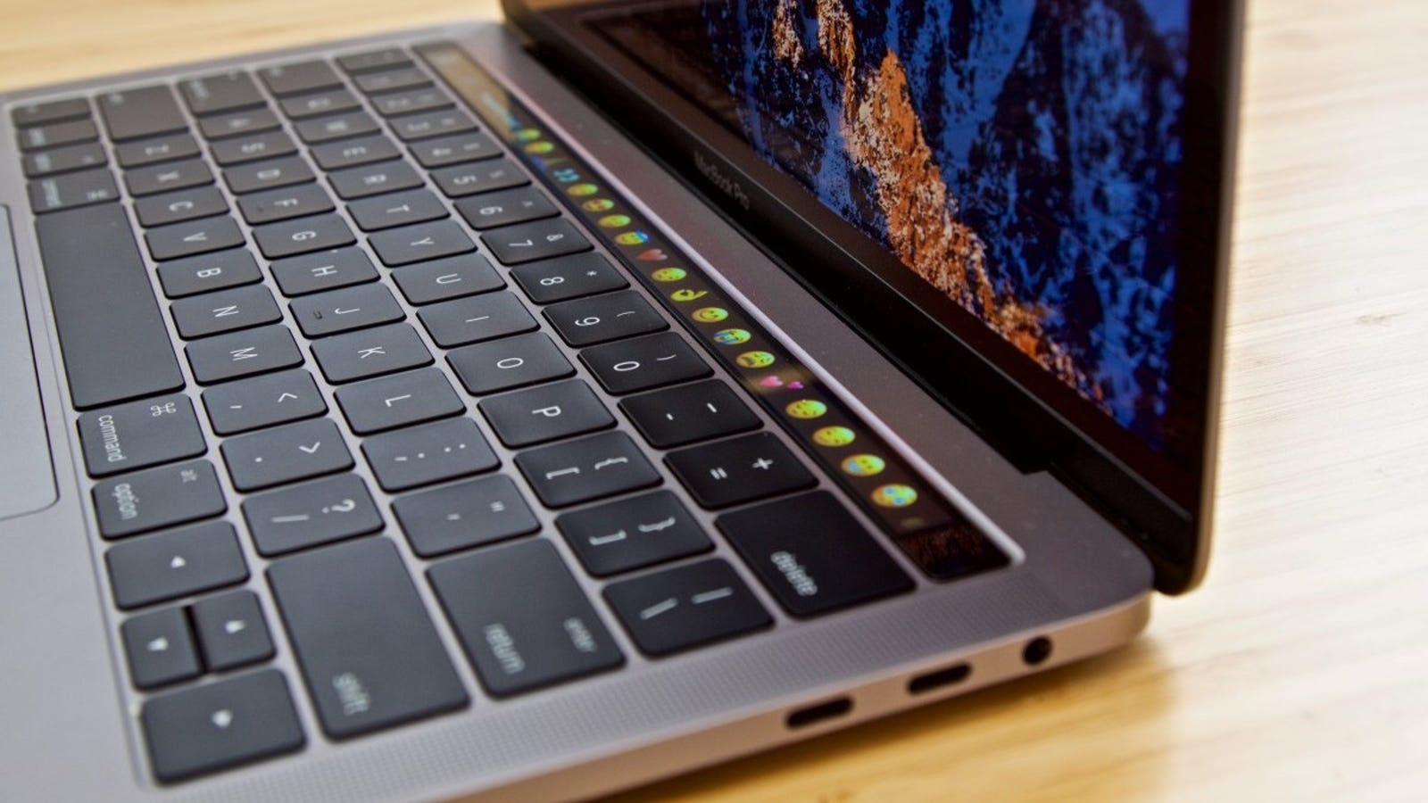 photo image How to Join the Class Action Lawsuit Over Apple's Crappy MacBook Keyboards