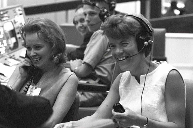 Gemini 4 Spouses Check In With The Astronauts At Mission ...