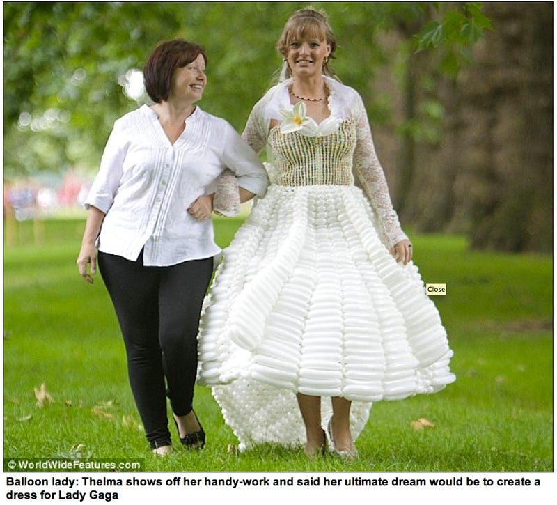 Illustration for article titled Kate Middleton's Wedding Gown Recreated With 5,000 Balloons