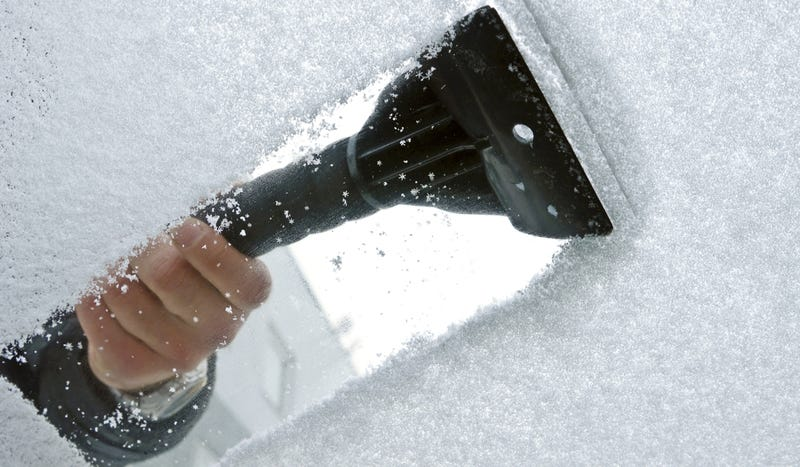 Illustration for article titled Carjacker Helps Man Dig Out Car From Snow Before Stealing It