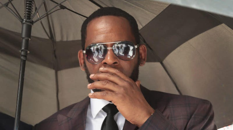 Illustration for article titled R. Kelly to Be Brought to New York in Cuffs to Face Arraignment on Federal Sex Crime Charges in That State