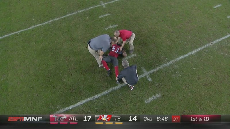 Illustration for article titled Bucs LB Adarius Glanton Carted Off After Gross Leg Break [Graphic]