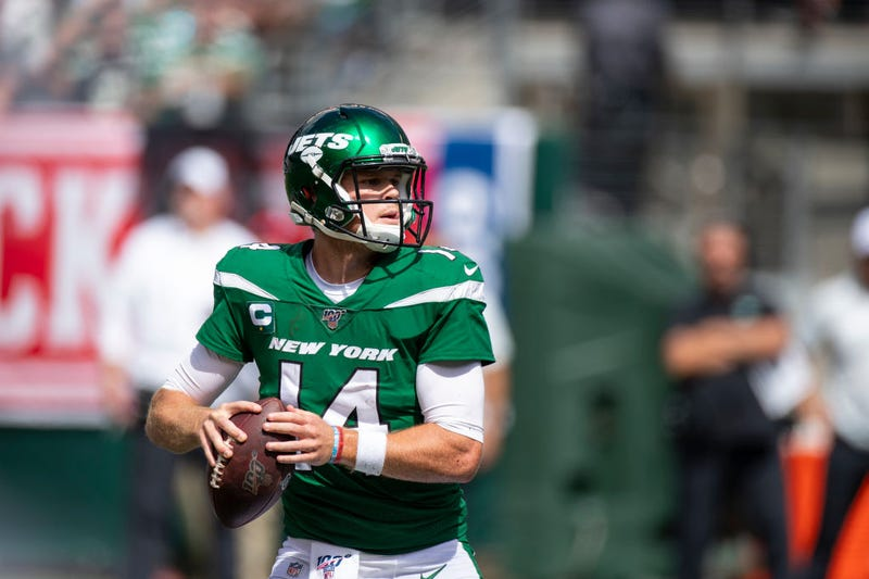 Illustration for article titled Jets Quarterback Sam Darnold Could Be Out Several Weeks With Mono
