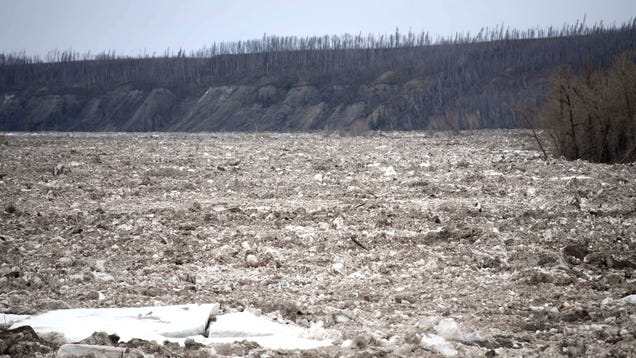 15-Mile Ice Jam Hits Canada s Tar Sands Capital, Causing Floods and Evacuations