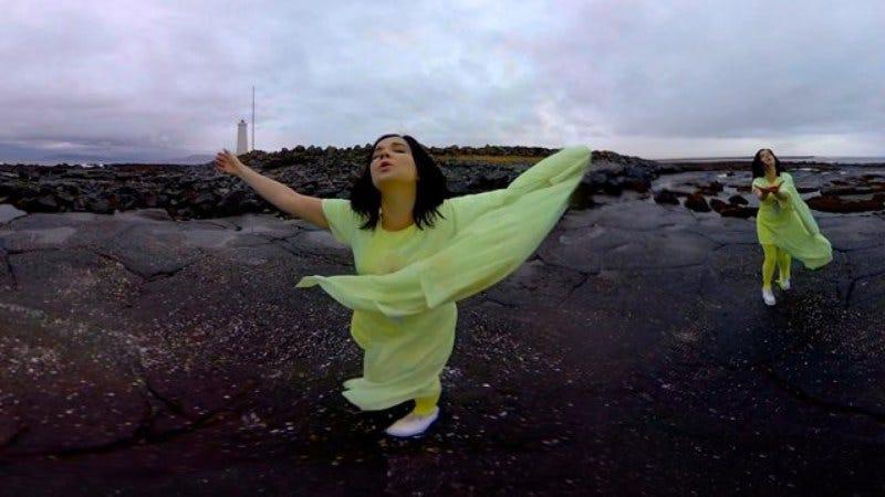 Björk releases 360 degree music video