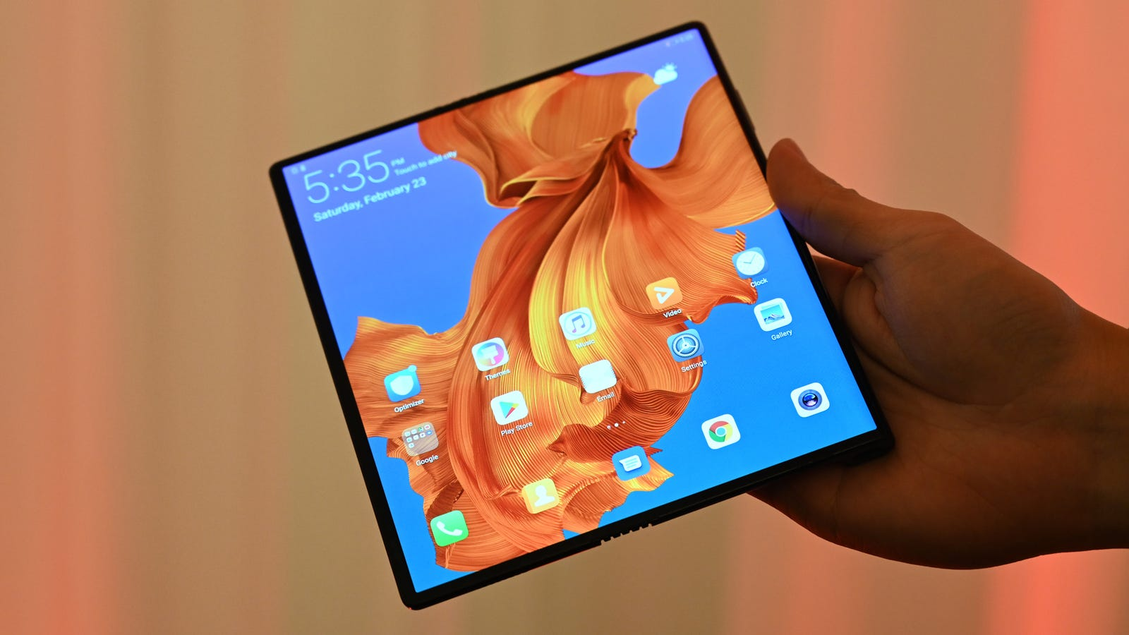 The Curse of the Folding Phone Continues As Huawei's Mate X Is Delayed
