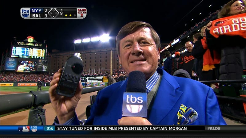 Illustration for article titled The TBS Sound Level Meter Readings Were Thrown Off By The Loudness Of Craig Sager's Suit