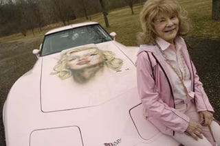 Illustration for article titled First Female SCCA Champ's Dead Body On Display In Pink Corvette