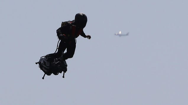 Apparently the Pentagon Is Thinking of Giving Jetpacks a Try