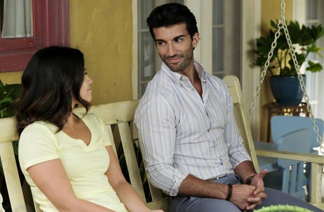 Rogelio shines on a Jane The Virgin that embraces telenovela impulses