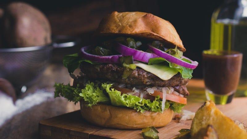 Illustration for article titled Use Smaller Hamburger Buns