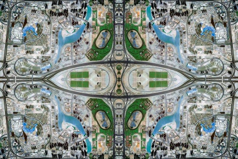 Illustration for article titled Muestra de arte exhibe tapetes creados con imágenes de Google Maps