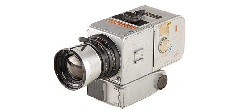 Illustration for article titled Hasselblad Camera, Used on the Moon, Sells For Nearly a Million Bucks