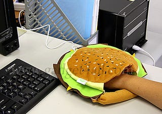 Illustration for article titled Hamburger Mouse Pad with USB Hand Warmer is Probably a Matter of Taste