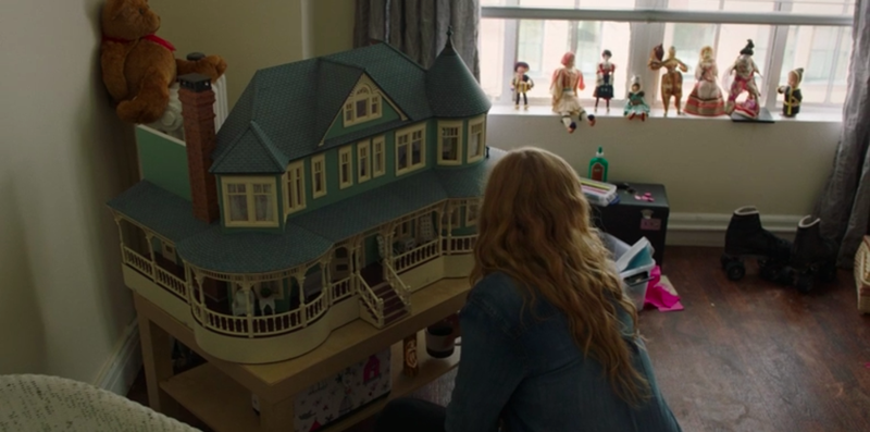 """Illustration for article titled Here's the insane amount of effort that went into making Sharp Objects' """"six-figure"""" dollhouse"""
