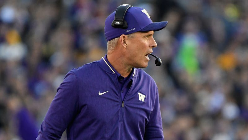 Illustration for the article Like many college football coaches, Chris Petersen can not talk about the transfer portal without securing himself.