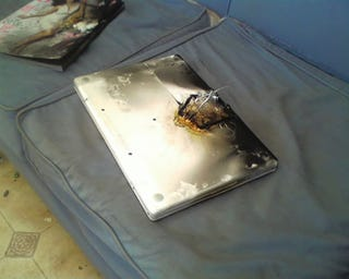 Illustration for article titled Apple MacBook Battery Goes Up in Flames