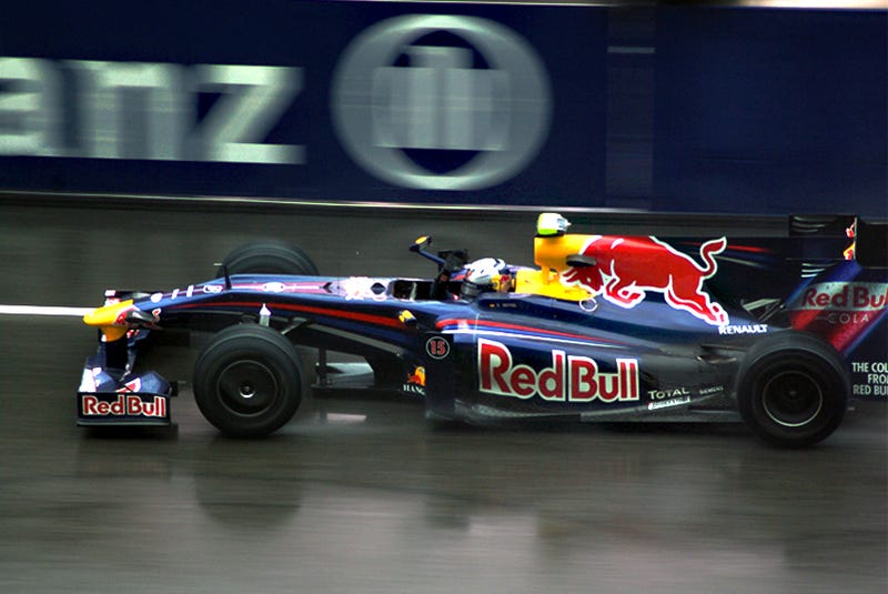 Illustration for article titled 2009 Chinese Grand Prix Gets Wet, Real Wet